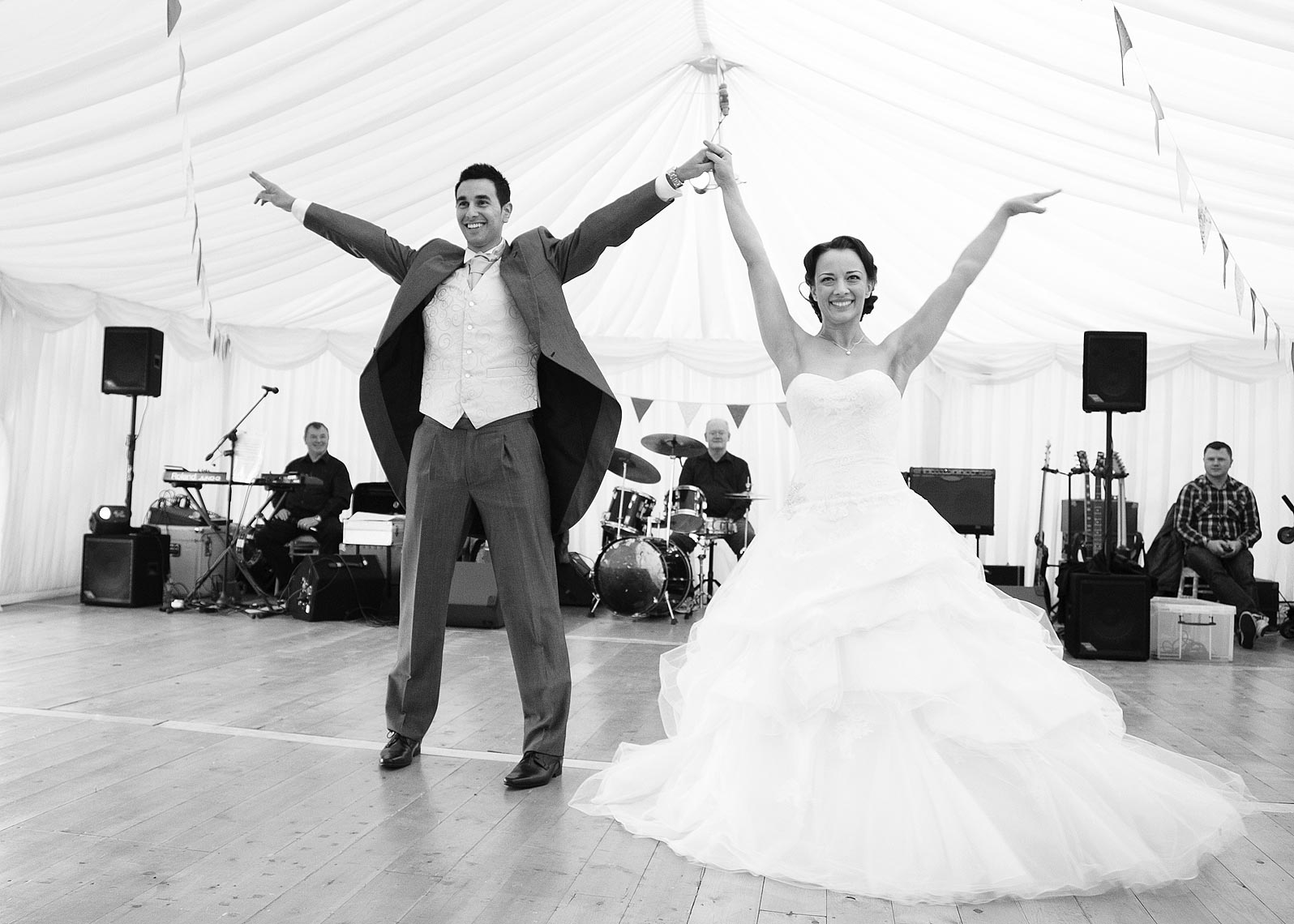 Dancing-bride-and-groom-Essex.jpg