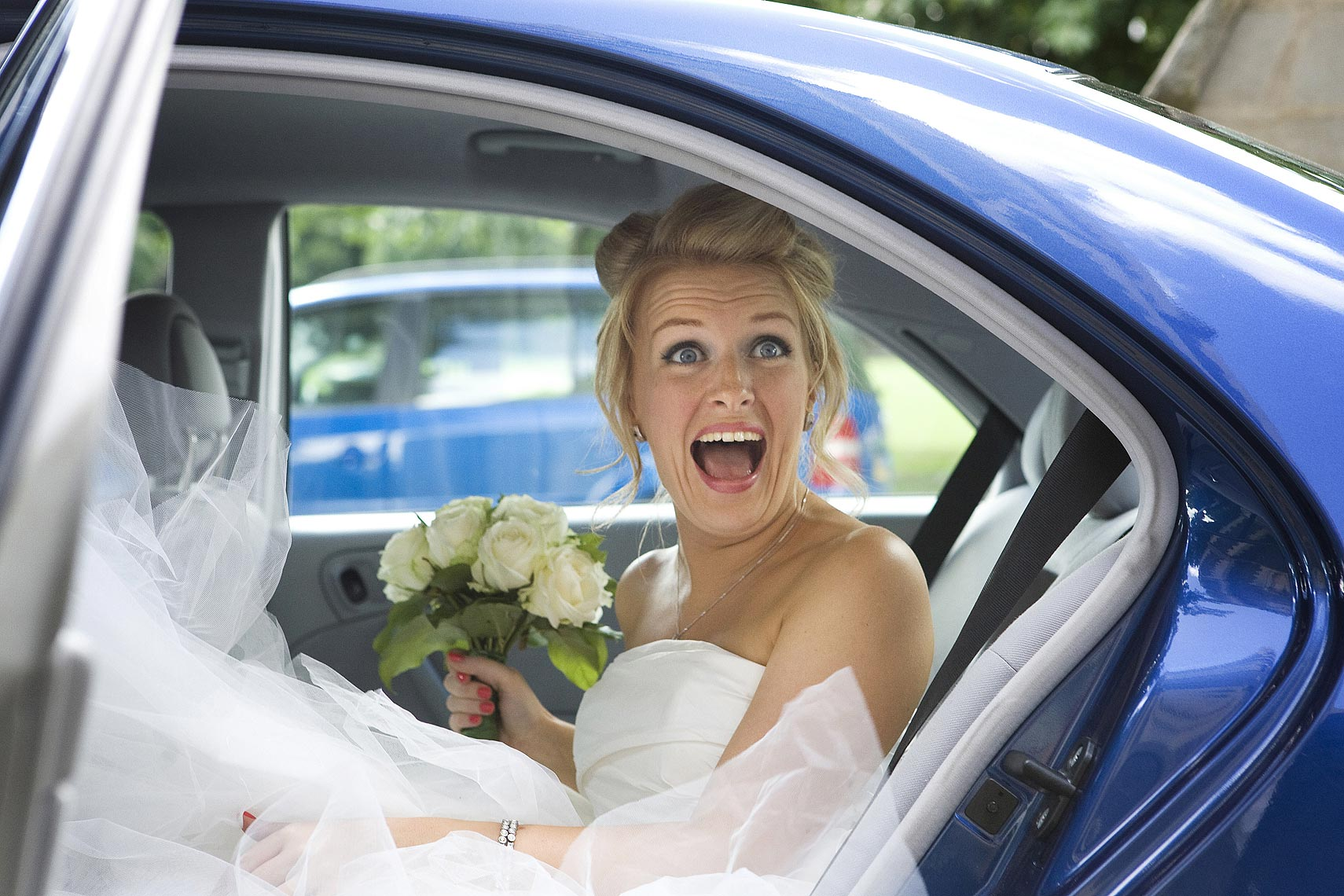 london-bride-in-car.jpg
