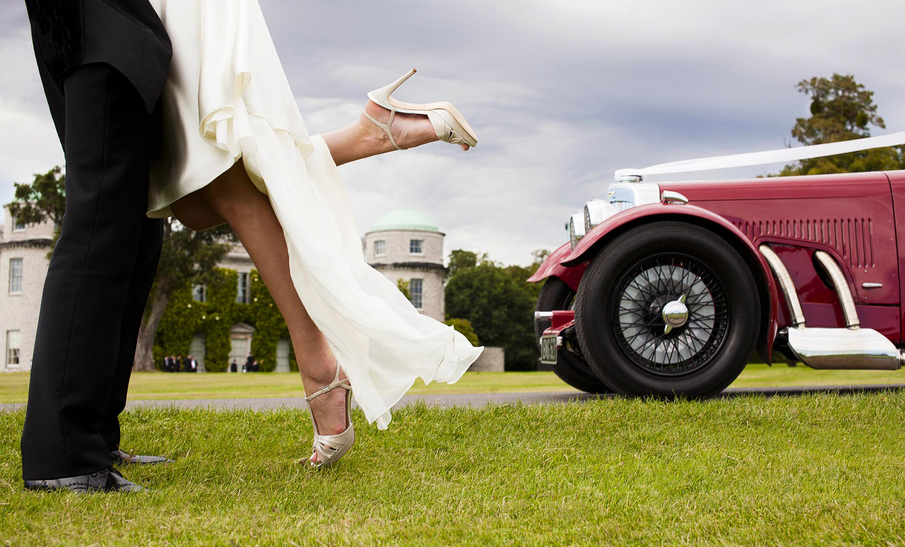 contemprary-goodwood-house-wedding-photography-DUP.jpg